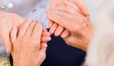 Ayudando al adulto mayor